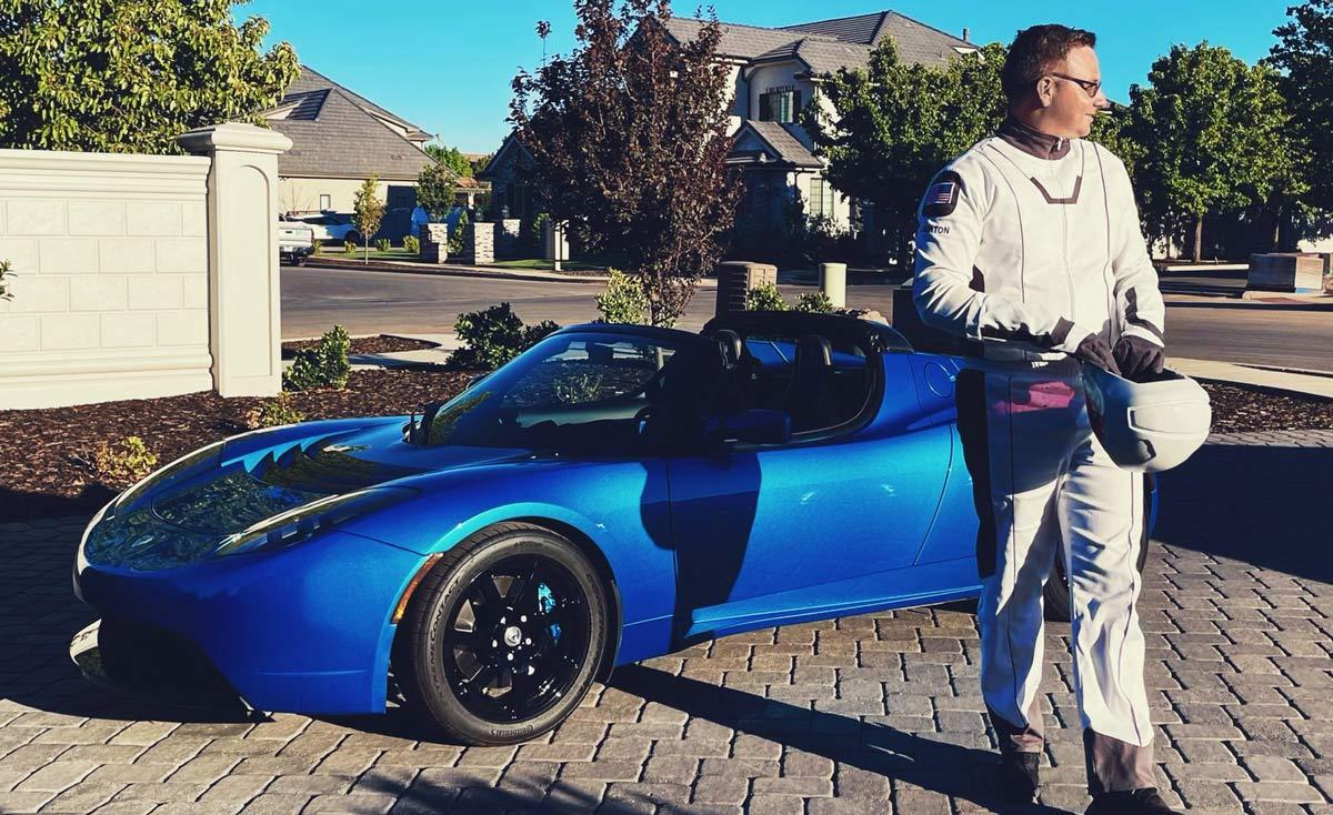 นักทำ YouTube รายหนึ่งเอา Tesla Roadster ไปแลกกับสินทรัพย์ NFT ที่จับต้องไม่ได้