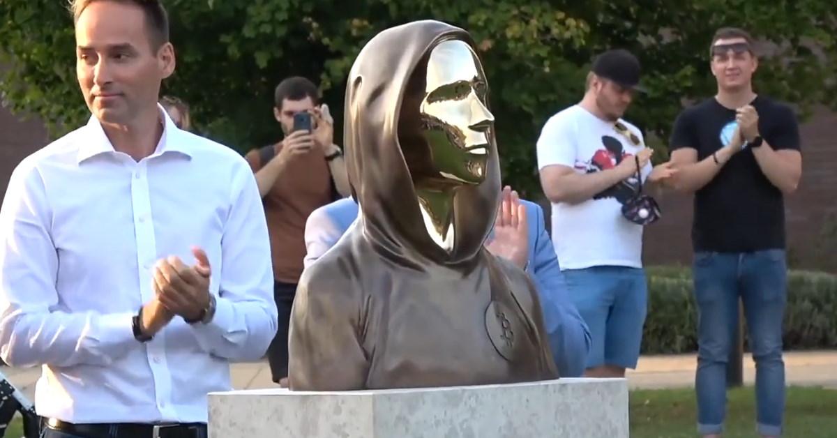 Hongrie : inauguration d'une statue à l'effigie de Satoshi Nakamoto