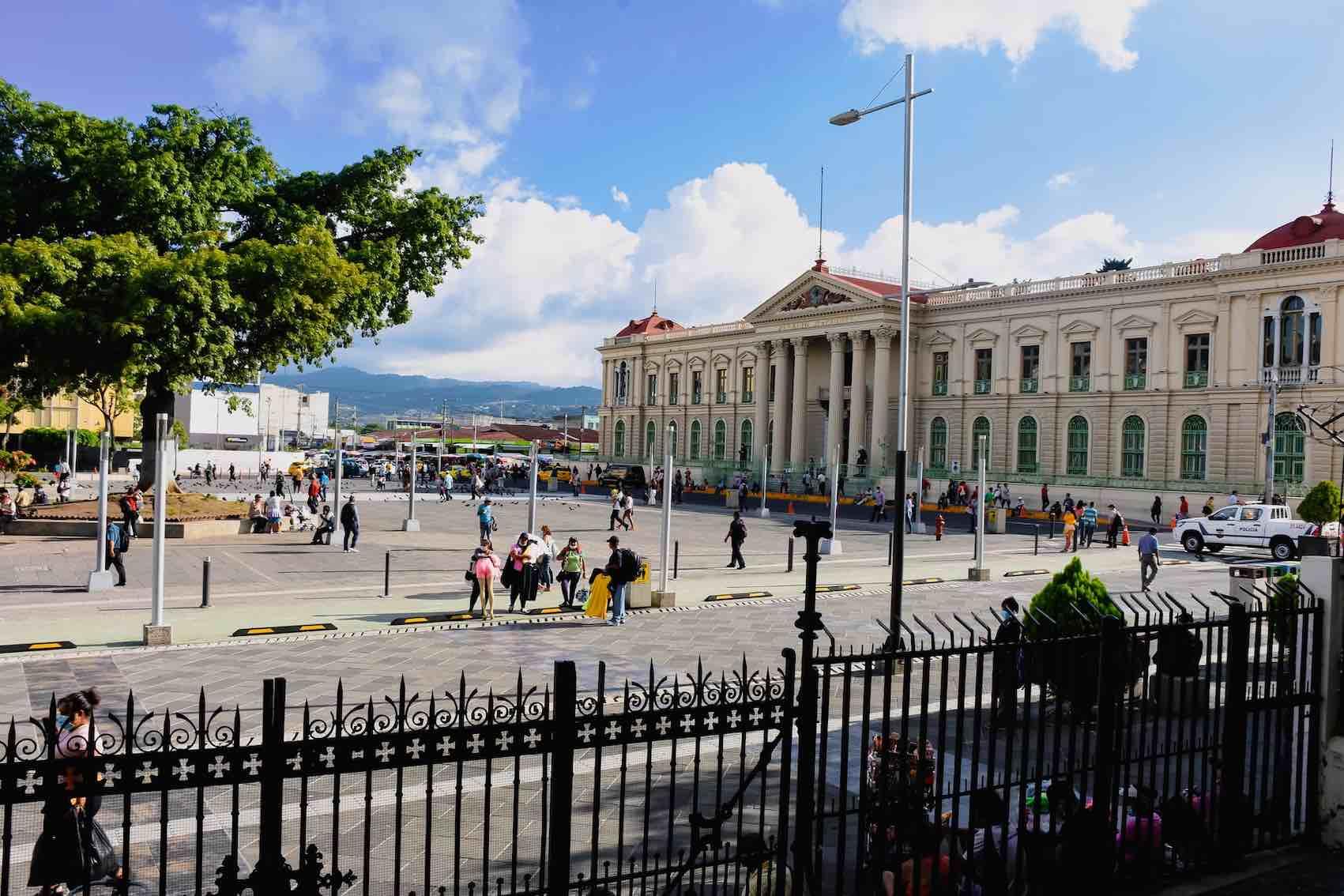 Organismo de control de El Salvador investigará compras gubernamentales de Bitcoin y cajeros ATM