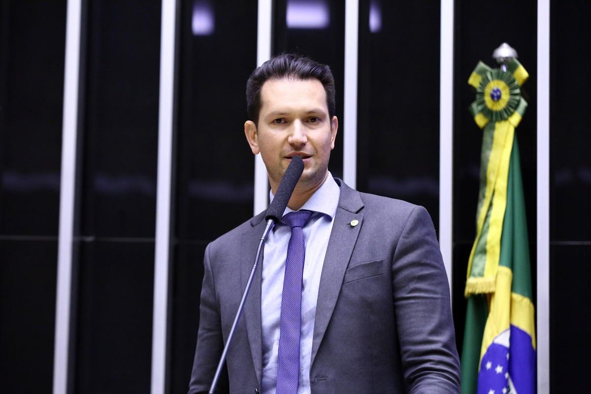 Deputado do partido Novo defende o Bitcoin e chama o estado de vilão