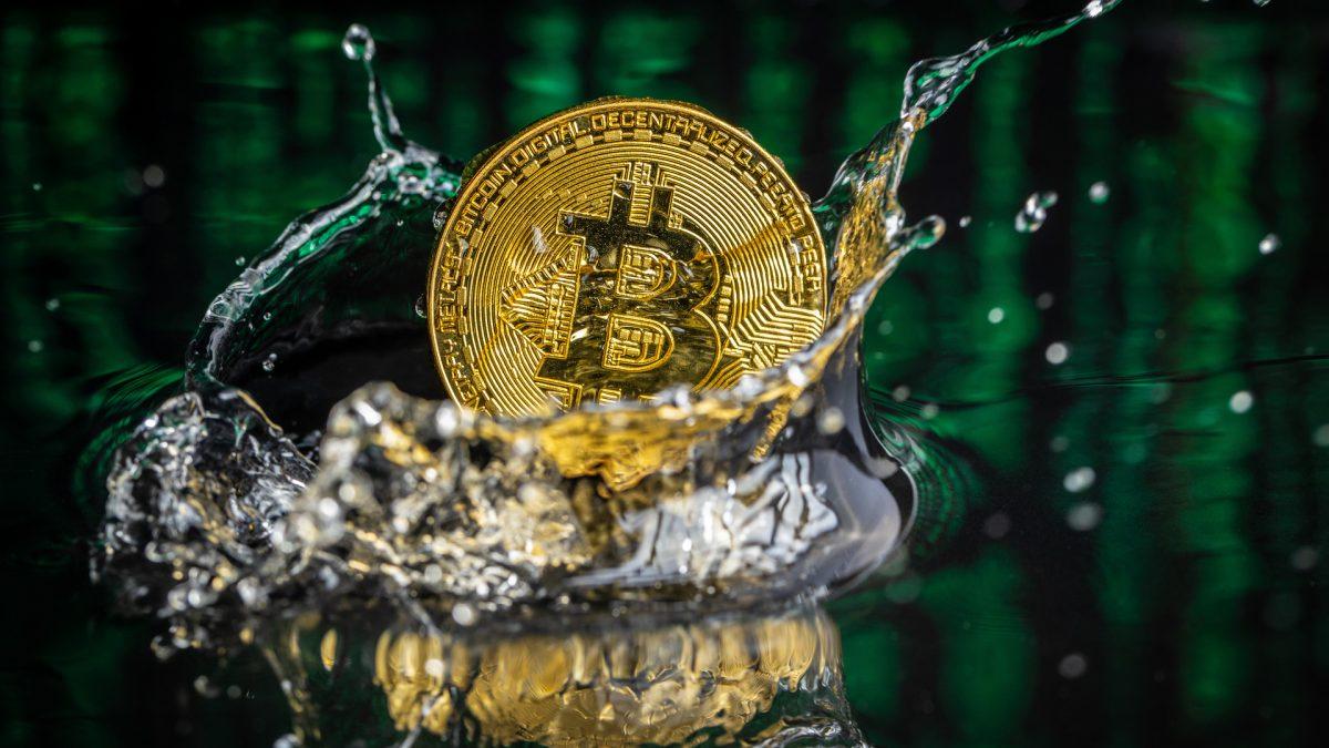 Pagar a conta de água com Bitcoin já é possível em El Salvador