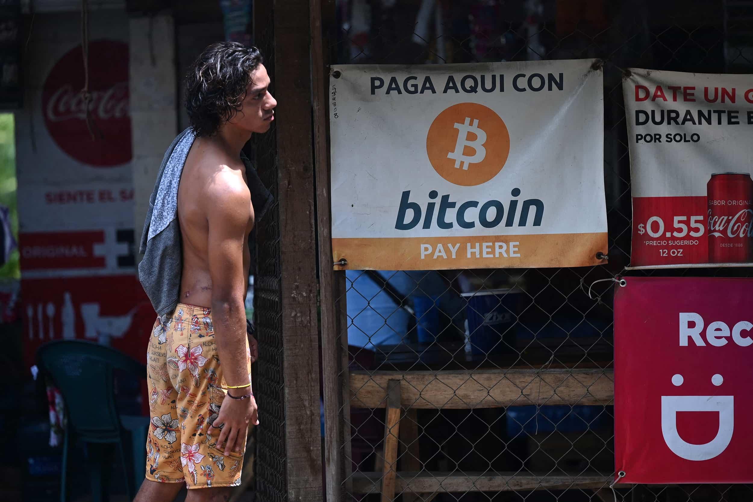 ประชาชนเอลซัลวาดอร์กำลังแห่เทขายดอลลาร์ เพื่อซื้อ Bitcoin