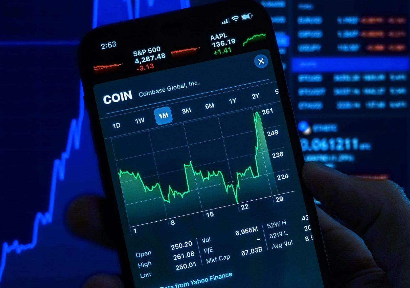 Precio de acciones de Coinbase suben tras acuerdo de patrocinio con NBA y alianza con Facebook