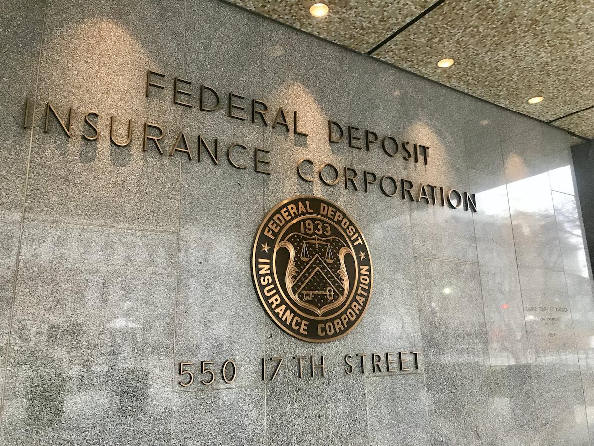 米規制当局、銀行が暗号資産を保有する方法を検討:報道